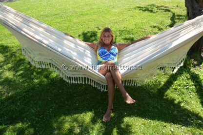 Hängmatta Amazonas sittande i hängmattan