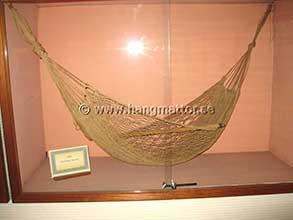 Gammal modell av hängmatta på museum