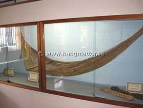 Äldre modell av hängmatta på museum