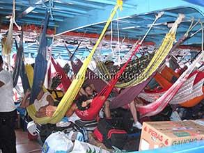 Hängmattor på flodbåt i Brasilien