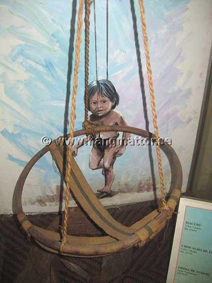 Hängstol indianer använder för sina barn