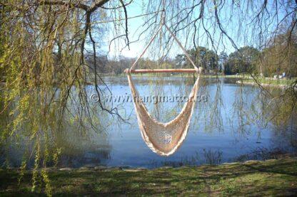 Hängstol Leme tom hänger under ett träd