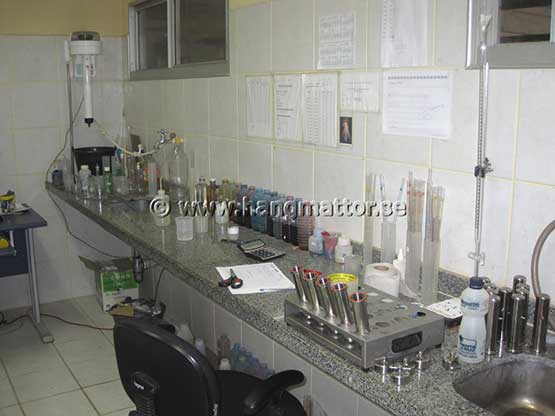 Laboratorium för färger till garn