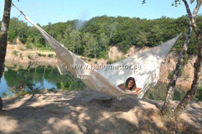 Hängmatta Espírito Santo upphängd för camping vid stenbrott